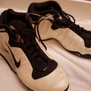 Mens Nike size 16 new shoes without tags